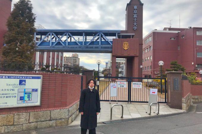 「松本薫さんのアイスクリーム屋「Darcy's(ダシーズ)」に行ってみた」の東京富士大学