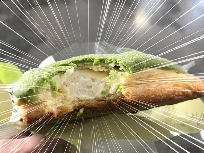 【実食レビュー】ファミマ「抹茶のホイップデニッシュメロンパン」の味や値段は?実食4