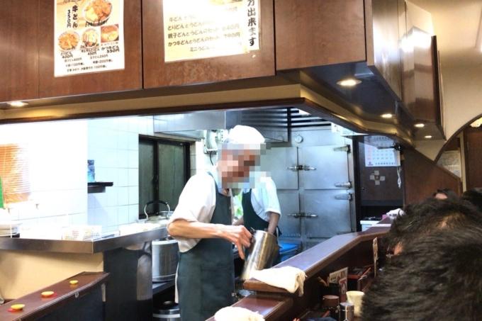 【新宿 たつ屋】牛丼とカツ丼が合体!?「かつ牛丼」が安いうまいで超おすすめ!_店主