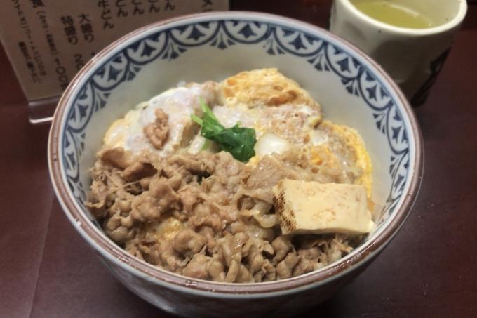 【新宿 たつ屋】牛丼とカツ丼が合体!?「かつ牛丼」が安いうまいで超おすすめ!・かつ牛丼